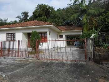 Casa 3 dormit�rios pr�ximo a pra�a de Ant. Carlos