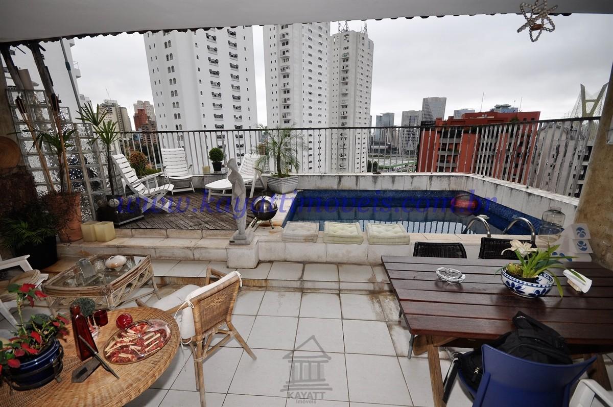 Terraço e piscina