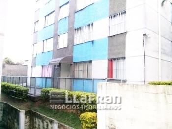 Apto 2 dormitórios Jd. Leônidas Moreira.