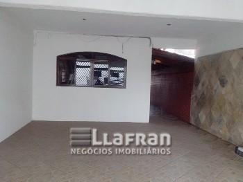 Casa com 04 dormitórios no Parque Pirajussara.