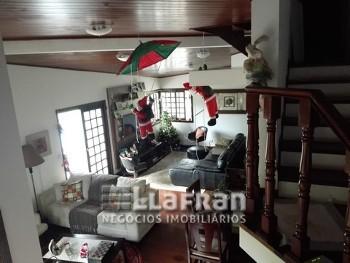 Casa em condomínio fechado em Itapevi.