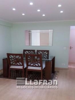 Apartamento com 03 dormitórios no Jd. Londrina.