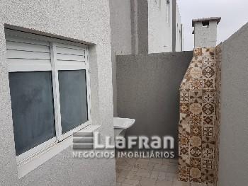 Casa em condomínio fechado na Vila Polopoli.