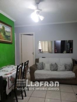 Apartamento com 02 dormitórios no Parque Laguna