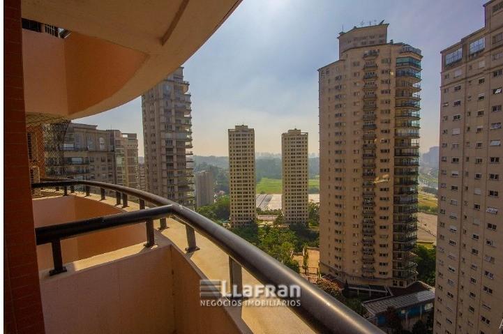 Apartamento com 3 suítes no Panamby (2).jpg