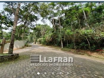 Terreno de 2.345 m² em Embu Colonial