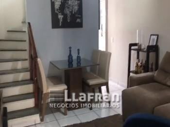 Sobrado em condomínio de 2 dormitórios Vila Iase