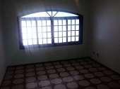 Casa com 03 dormitórios no Campo Limpo.