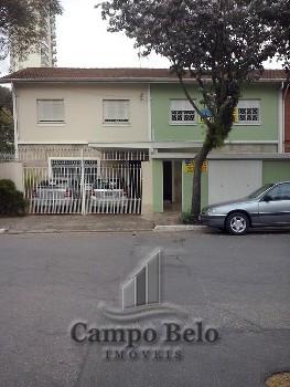 Casa sobrado com 180 m² de área construida.