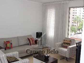 Apartamento com 3 dormitórios em Moema