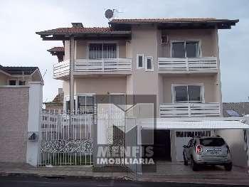 Casa de Alvenaria c/ 3 pisos no Frei Rogerio