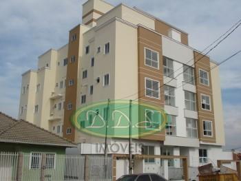 Apartamento de cobertura com suíte no Frei Rogério