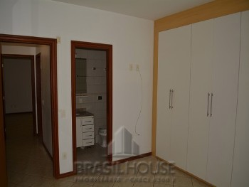 Suite com armário embutido