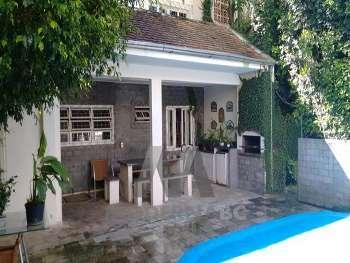 Casa com piscina no centro
