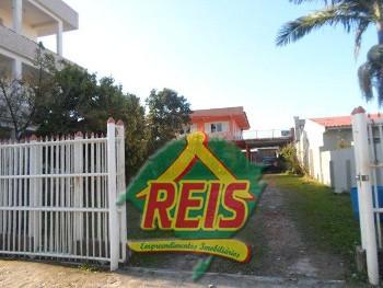 CASA 05 DORMIT�RIOS NO CENTRO DE TORRES - RS