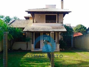 Casa 2 dormitórios com piscina em área nobre
