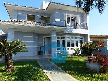 Casa com 3 suítes e piscina em Torres RS