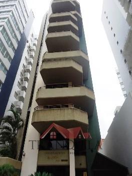 Edificio com 01 apartamento por andar.