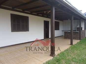 Casa de 2 dormitórios na praia da Itapeva.