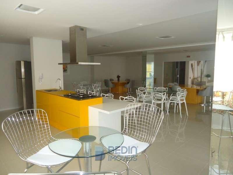 Salão de festas amarelo (