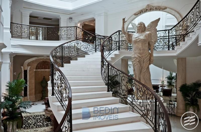 Escada Hall