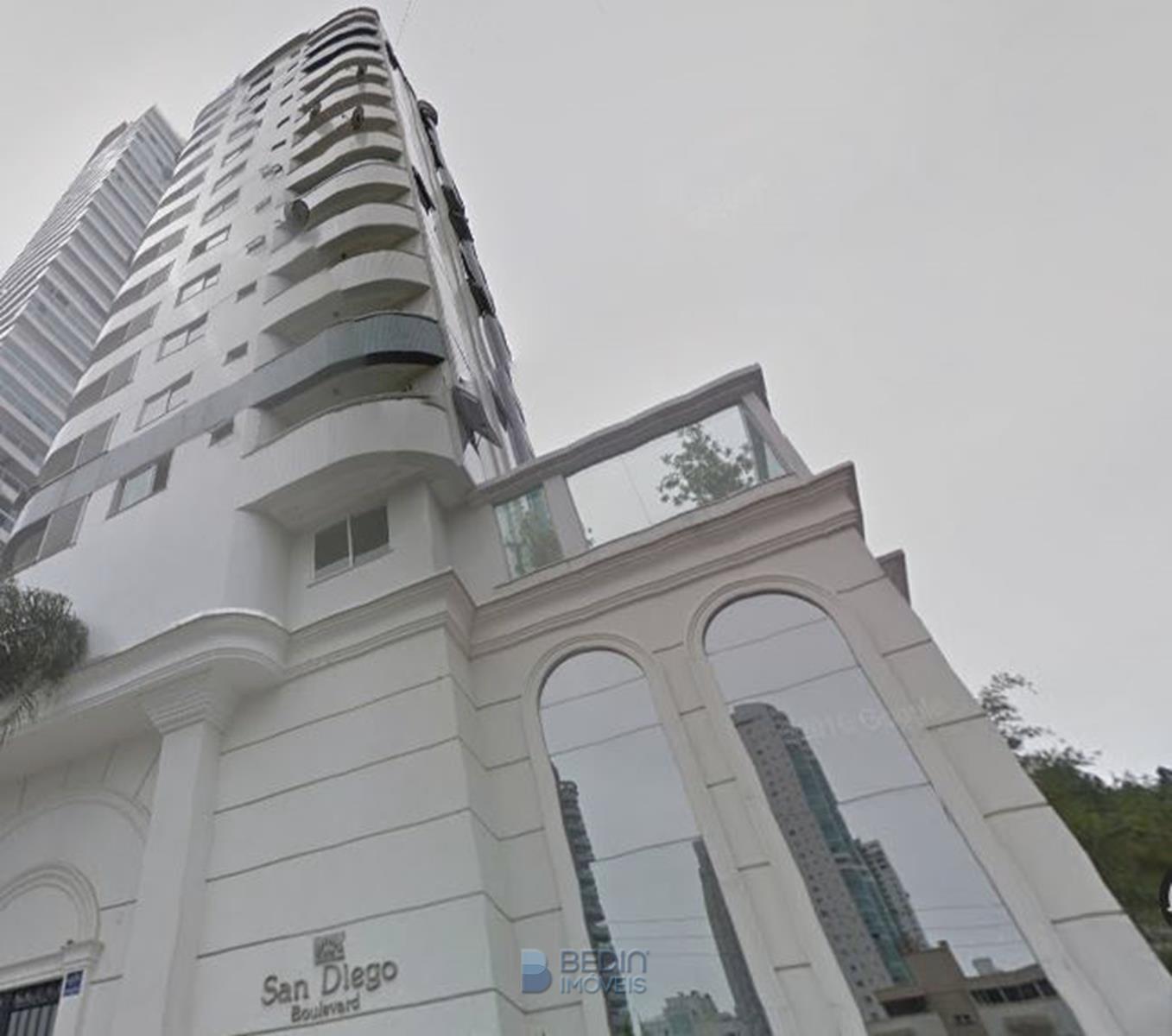 Apartamento 03 suítes BC
