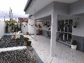 Casa com piscina 04 dormitórios centro Camboriú