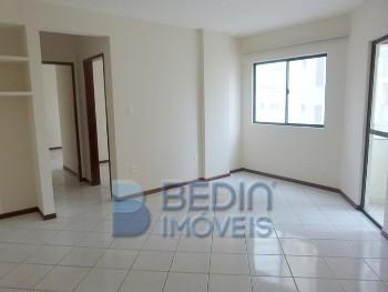 Aluguel anual 02 dormitórios próximo Banco Itaú
