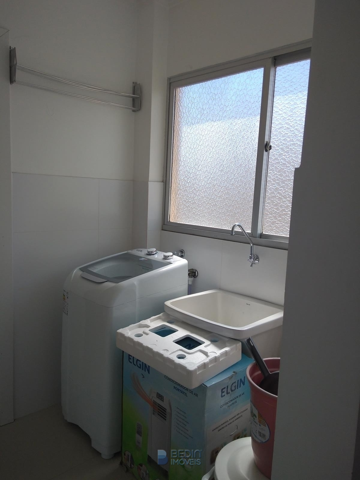 Área serviço maquina lavar