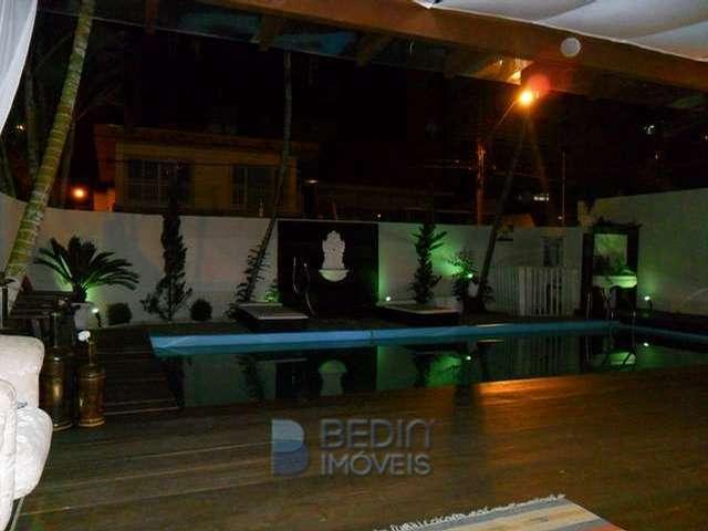 area piscina com luzes