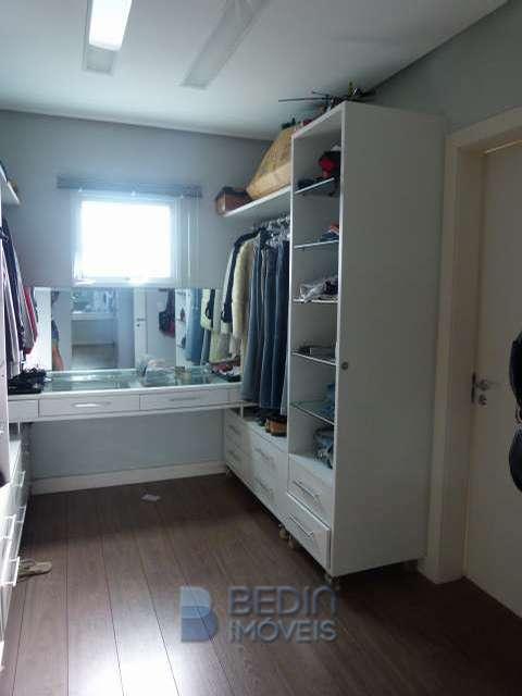 Suíte máster - closet (3)