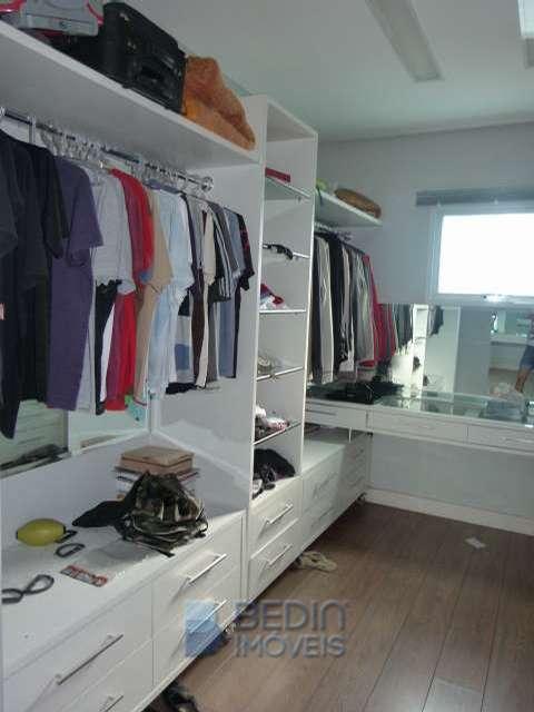 Suíte máster - closet (2)