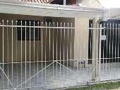 Casa geminada reformada em condomínio fechado