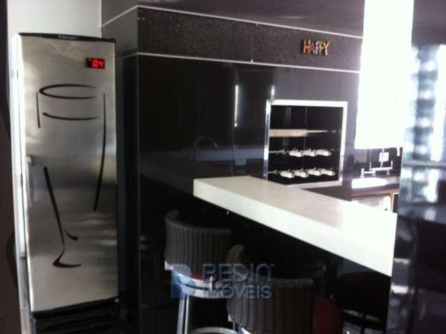 churrasqueira e geladeira