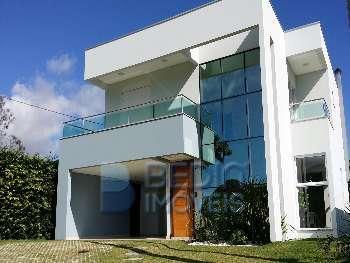 Casa nova em condom�nio - acabamento alto padr�o