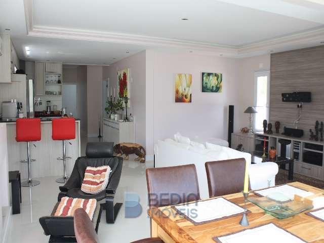 Sala de Jantar, TV e cozinha