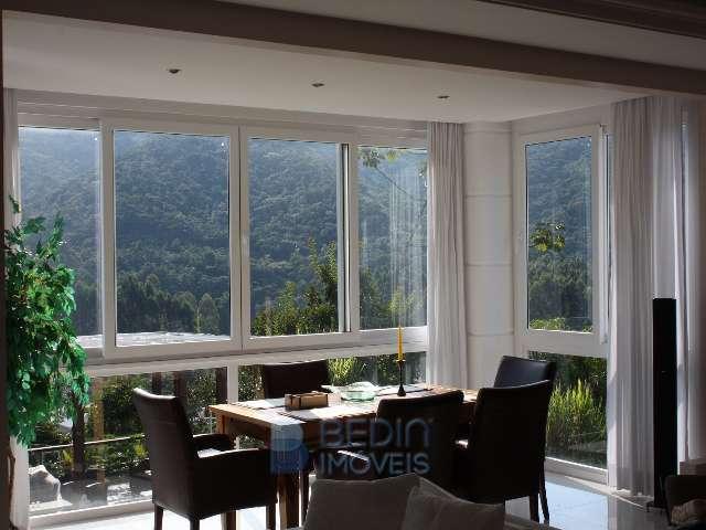 Sala de jantar com linda vista