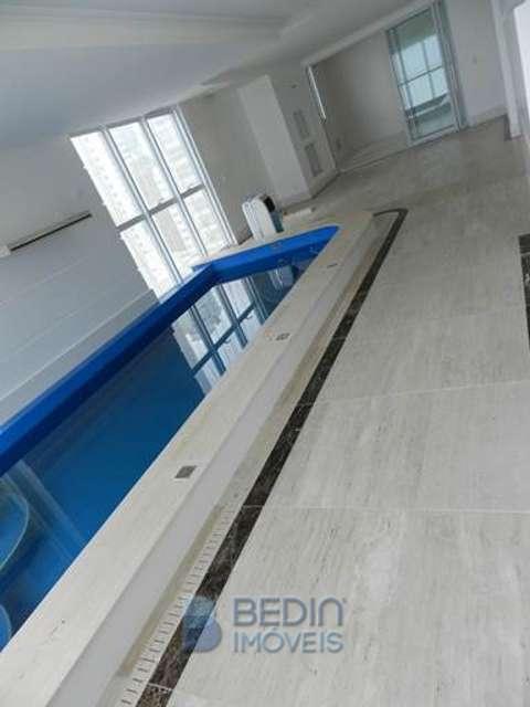 Sala com piscina Frente Mar