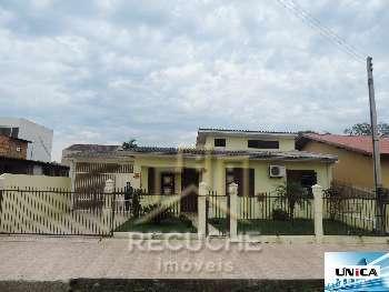 �tima casa de Alvenaria em Bairro Resid�ncial