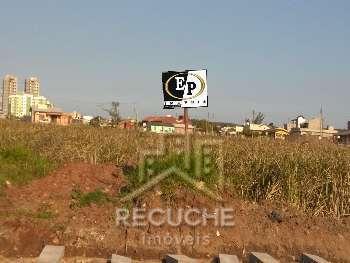 Terreno de esquina em Torres