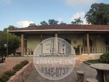 Casa com 4 quartos no bairro Gloria Joinville