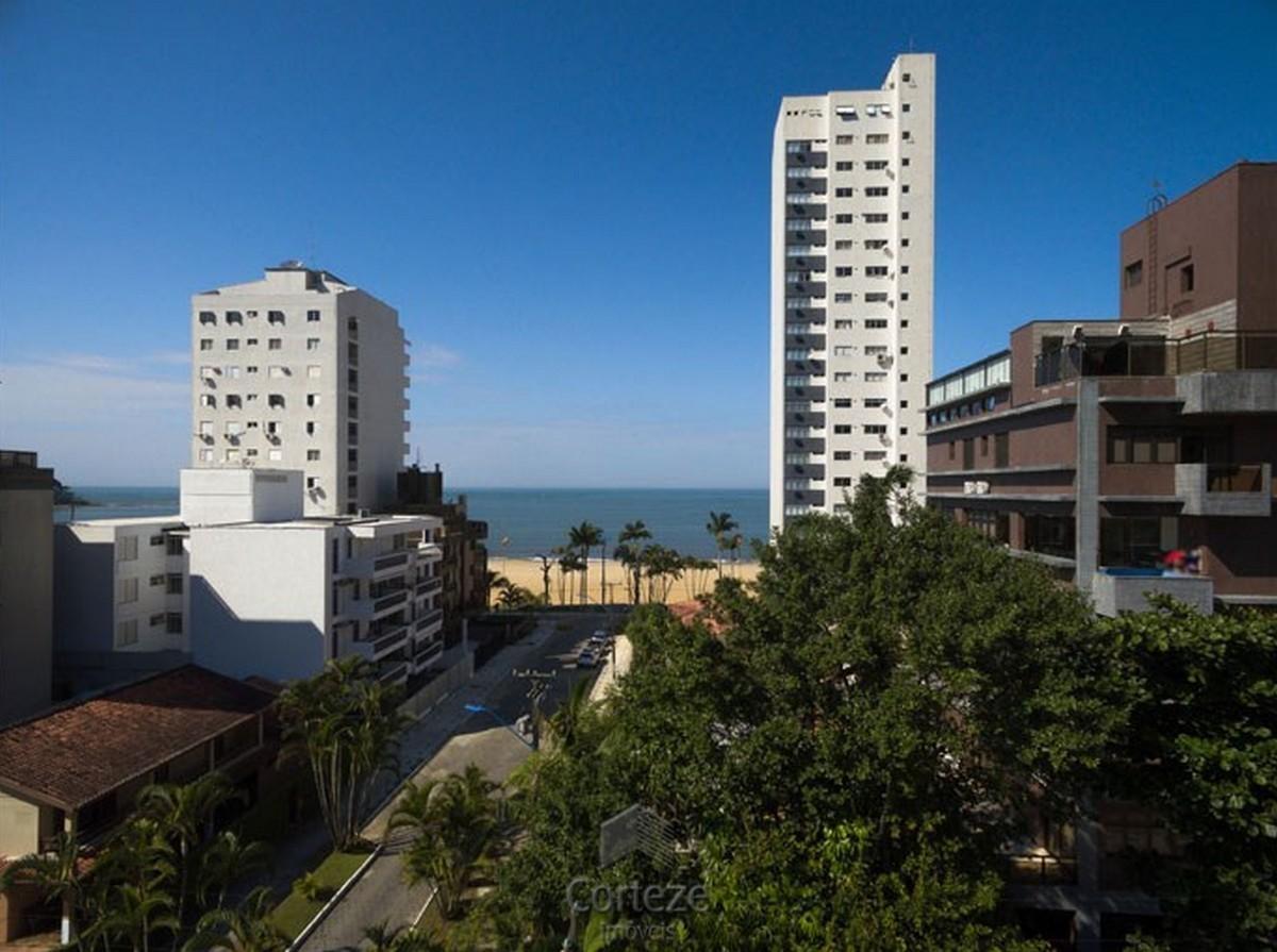 Apartamento 4 quartos em Caiobá.