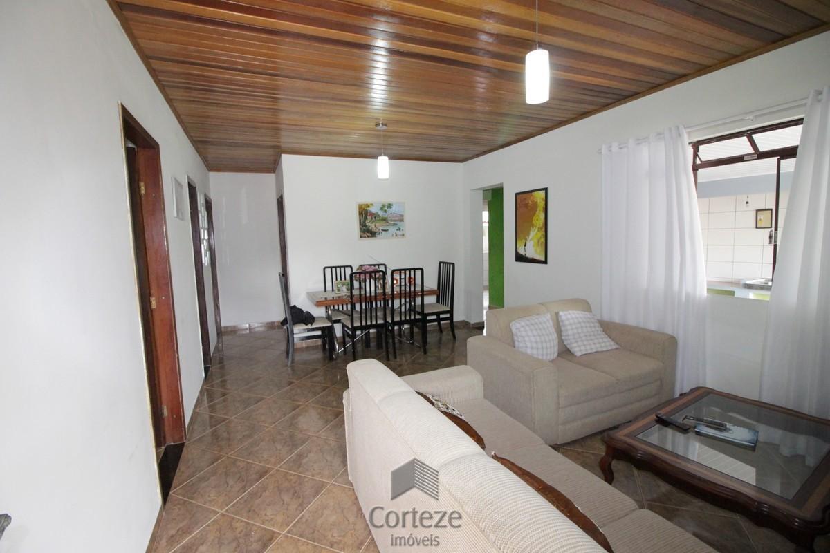 Casa com amplo Terreno em Campo largo.