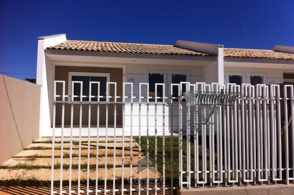 Casa com 2 quartos à venda no Santa Terezinha.