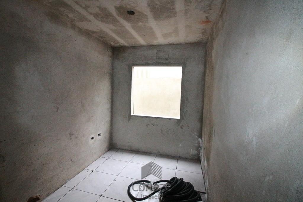 Casa com 02 quartos no bairro Gralha Azul
