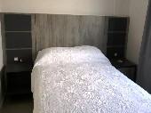 cama e colcha branca