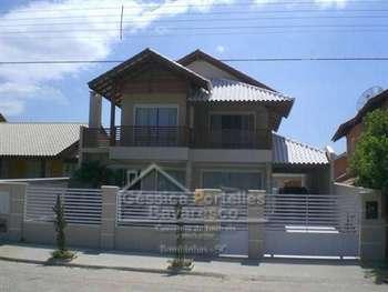 Casa alto padrão com piscina em Mariscal.