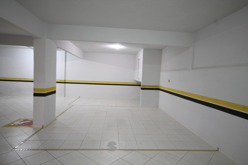 33 3 Vagas de Garagens