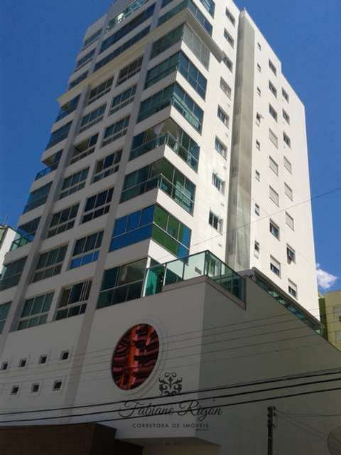 Apartamento novo no centro de Meia Praia!!