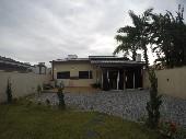 Casa localizada na Rua Blumenau em Perequê